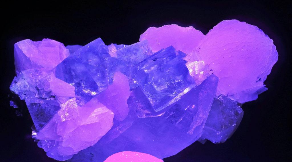 calcite under shortwave ultraviolet light